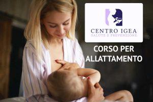 Ragazza allatta al seno neonato