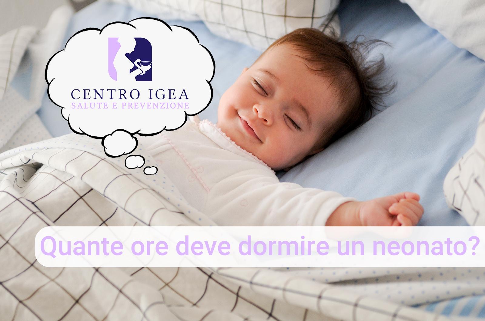 Neonato dorme nel letto